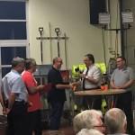 Verbandsgemeindebürgermeister Weidenbach verpflichtete Ingo Schmitz zum Feuerwehrmannanwärter.